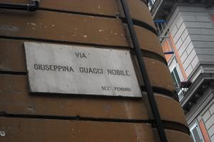 7.Napoli_viaGiuseppinaGuacciNobile_LucianaSarnataro_set.2012