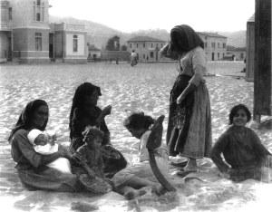 1.Donne sulla spiaggia di San Benedetto
