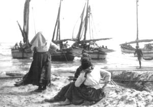 2.Donne in attesa delle barche. San Benedetto