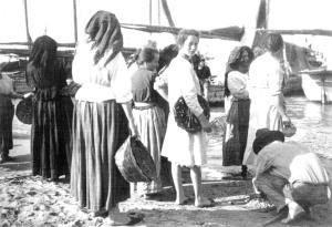 8.Donne al rientro delle barche.San benedetto