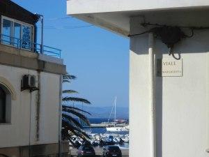 FOTO8.Calasetta.Carbonia-Iglesias)-isola di sant'Antioco-leggera-via ReginaMargherita.Laura Candiani